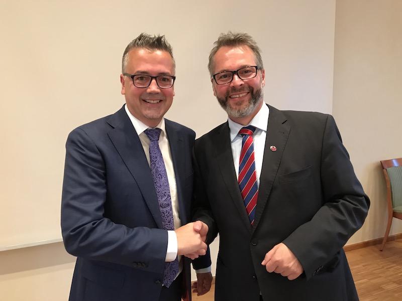Der neue Kreisvorsitzende Christoph Baak (links) mit seinem Amtsvorgänger Michael Eggers (rechts)